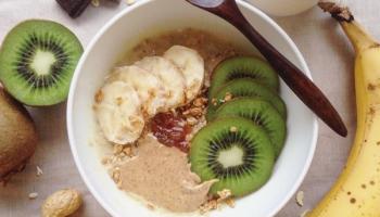 Porridge protéiné avec whey vanille et flocons d'avoine pour la musculation