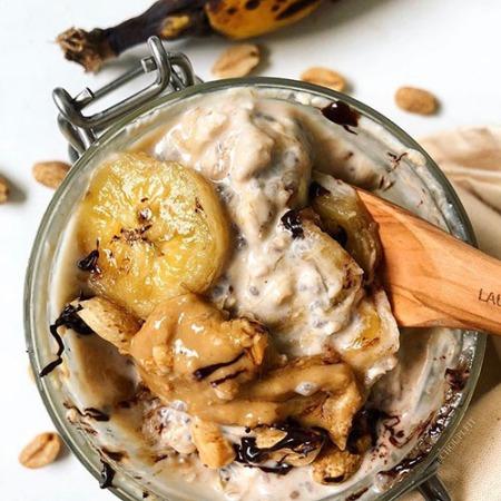 recette protéinée et healthy de overnight oatmeal au beurre de cacahuète et banane sans sucre ajouté