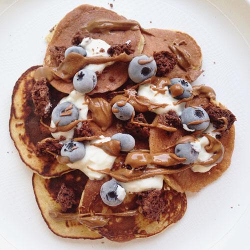 pancake healthy et proteines aux flocons d'avoine sans banane sans lait avec whey vanille pour la musculation