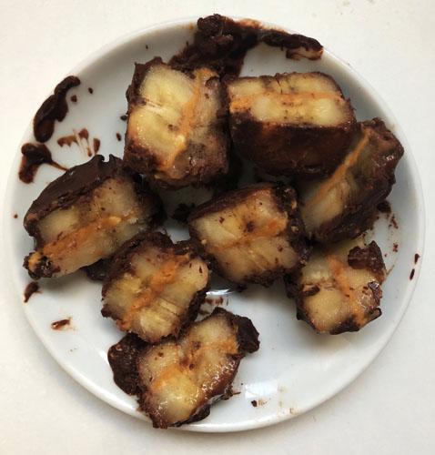 recette de snack healthy banane, beurre de cacahuète et chocolat noir