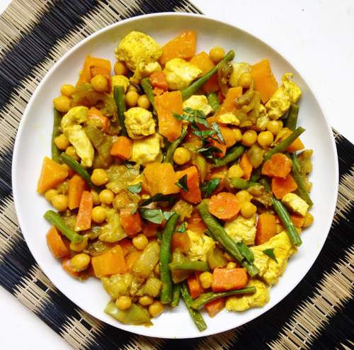 Curry healthy de poulet avec pois chiche, patate douce et courge