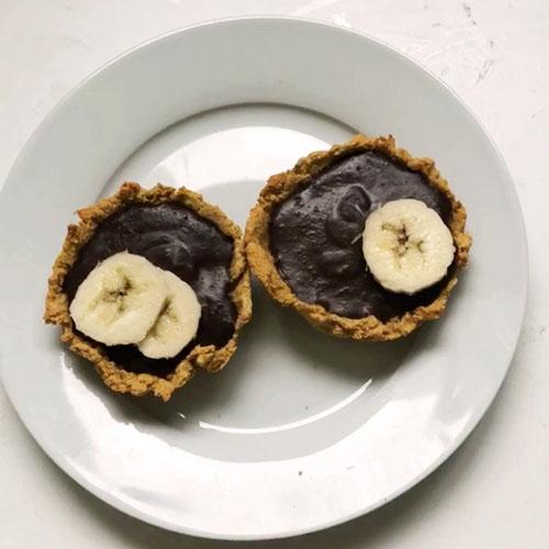 Mini tarte healthy au chocolat et à la banane sans crème et sans beurre