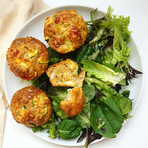 recette de muffins végétariens, sans gluten à la fêta et aux légumes