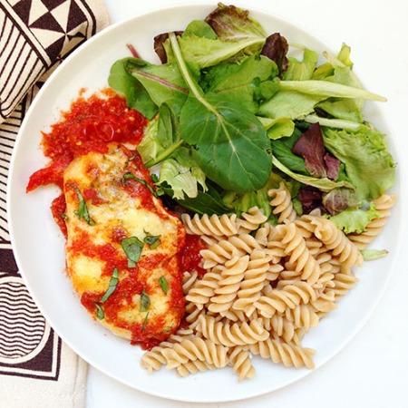 recette de poulet healthy au four avec sauce tomate et fromage