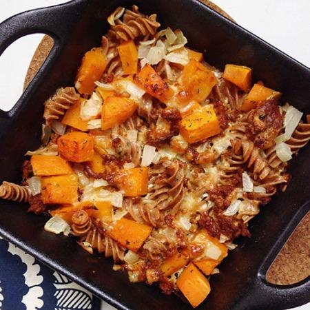 recette healthy de gratin de pâtes à la courge butternut et au haché végétal, sans lactose et sans matière grasse ajouté