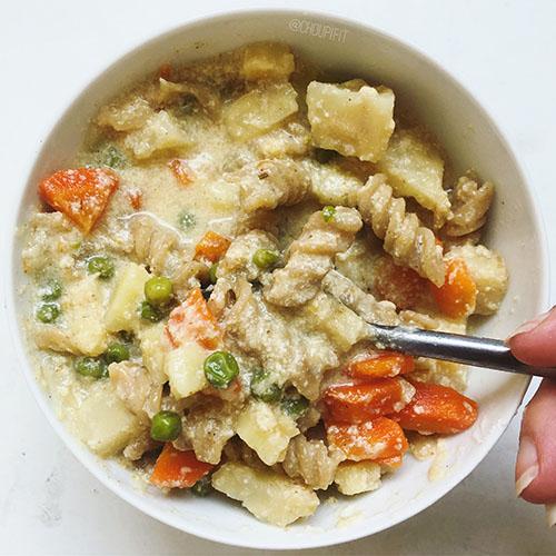 soupe du chalet végétarienne avec pâtes et légumes