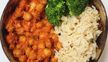 idée de repas vegan: ragout de pois chiche au beurre de cacahuète