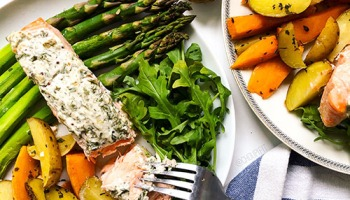 recette allégée et healthy de saumon cuit au four avec fromage frais light et fines herbes